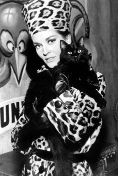 Lee Meriwether (Catwoman in the Batman movie of looking wicked in leopard print with a gorgeous black cat. Lee Meriwether, Crazy Cat Lady, Crazy Cats, I Love Cats, Cool Cats, Celebrities With Cats, Celebs, Son Chat, Cat People