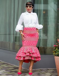 Today, we would walk you through the trickier work outfit trends so that your fashion choices for work becomes less of a hurdle: African Print Skirt, African Print Dresses, African Print Fashion, Africa Fashion, African Fashion Dresses, African Dress, Fashion Prints, Ankara Fashion, African Attire