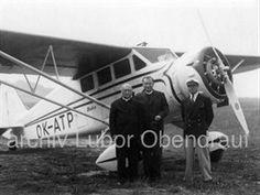 Stinson na letišti Otrokovice v roce 1936. Uprostřed je P. Bernard Přerovský