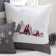 Excellent Applique Embroidery Designs And Patterns Kissen 40 Excellent Applique Embroidery Designs And Patterns Christmas Applique, Christmas Sewing, Felt Christmas, Christmas Patchwork, Christmas Cushions To Make, Christmas Embroidery, Winter Christmas, Sewing Pillows, Diy Pillows