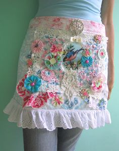 Bits & pieces / Holly Loves Art Apron  ****I need this!!*****