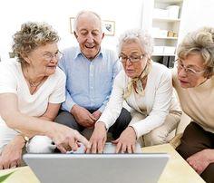 """Vida digna para nuestros adultos mayores - el primer día del mes de octubre, señalado ostentosamente en el almanaque con la imagen de una anciana y el título """"Día Internacional de los Adultos Mayores""""."""