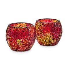 Auringonlaskun hehku -somistepari  P92580   Eläväpintaista lasia. Mukana  lasisia koristehelmiä ja kirkkaat votiivilasit. Korkeus 10 cm. (Votiivilaseissa: Votiivi, Tuikkiva)