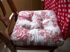 Country Kitchen Chair Cushions - Home Furniture Design Chair Cushion Covers, Outdoor Cushion Covers, Console Table Styling, Wrought Iron Chairs, Dining Room Chair Cushions, Old Mattress, Country Kitchen, Red Kitchen