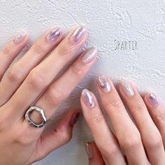 "Spartir エスパルティール on Instagram: ""⋆ 『レイヤードニュアンスネイル▪︎⚪︎⚫︎』 ⋆ ⋆ 多種の素材を重ねた光のアート* ⋆ ⋆ ⋆ ⋆ ⋆⋆⋆-----------------------------------⋆⋆⋆ Nailsalon Spartir 横浜市中区花咲町3-87桜木町SSビル7F…"" Arrow Jewelry, Elegant Nails, Bridal Nails, Gorgeous Nails, Nail Arts, Nails Inspiration, Glitter Nails, Pedicure, Nail Art Designs"