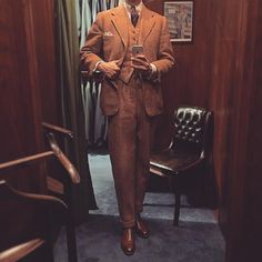 It's not easy to take a decent photo of oneself in the mirror, but just wanted to show you this great 1946 Swedish bespoke three piece heavyweight tweed suit. Some of the best bespoke garments I have ever seen comes from this tailor, named Janson & Wallgren. Mostly 40's-50's, so I guess that was their golden era. They may have closed as early as in the late 50's, I'm not sure about that. But the development in the Swedish textile industries at that time made it hard to survive for the…