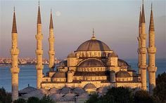 Blue Mosque in the Sultanahmet area of Istanbul, Turkey Turkey Resorts, Hotels In Turkey, Turkey Culture, Top 10 Hotels, Asia, Cheap Holiday, Hagia Sophia, Beautiful Sites, Beautiful Places