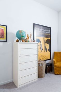 Gary & Chelsey's Musical & Mod Apartment in Queens Cool Kids Bedrooms, Kids Rooms, Belle And Sebastian, Dream Apartment, Apartment Ideas, Shared Rooms, Light And Space, Rental Apartments, House Tours