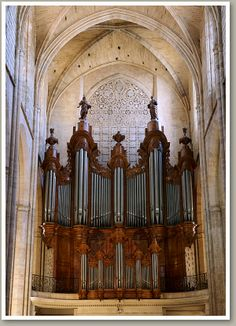 FRANCE: Saint-Maximin-la-Sainte-Baume.  La Basilique Sainte-Marie Madeleine. Organ by  Jean-Esprit Isnard,1774.  IV/P, 43 stops,  restored in 1953-1954 by Pierre Chéron. No alterations to the instrument have taken place through its history.
