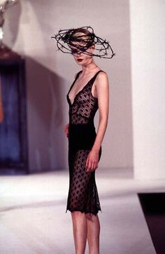 Philip Treacy - Ready-to-Wear - Runway Collection - Women Fall / Winter 1996 Mad Hatter Hats, Philip Treacy, Fancy Hats, Hot Dress, Fashion Models, Ready To Wear, Summer Outfits, Fall Winter, Runway