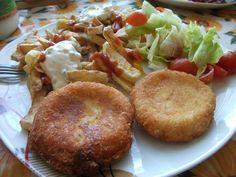 Nastrouháme na struhadle sýr a přidáme vejce.. smícháme a přidáme strouhanku podle hustoty. Poté uděláme koule, které rozplácnem na placku a dáme... Czech Recipes, Ethnic Recipes, Baked Potato, Muffin, Potatoes, Snacks, Meat, Chicken, Baking