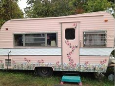 Glamping Trailer in pink. Old Campers, Little Campers, Vintage Campers Trailers, Retro Campers, Vintage Caravans, Camper Trailers, Vintage Motorhome, Happy Campers, Retro Caravan