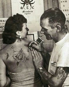 Appreciate the old artists.and the craft that is - Tattoo's - Fotoshooting Tattoo People, Tattoo You, Tattoo Pics, Old Tattooed People, Vintage Rose Tattoos, Tattoo Vintage, Tori Tori, Hope Floats, Old Tattoos