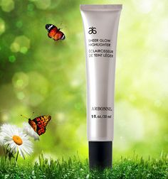 Arbonne Sheer Glow Highlighter adds radiance and a soft glow to the complexion. #ArbonnePureSummer #vegan #makeup