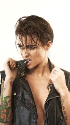 Alert the hotness: Ruby Rose is coming to MONTREAL! Our girlcrush the time is coming to Montreal ! On a scale of 1 to Ruby Rose is a 15 hotness! If we talk in terms of Dj . Ruby Rose Tattoo, Orange Is The New Black, Rubin Rose, Pretty People, Beautiful People, Beautiful Women, Dark Rose, Attractive People, Girl Crushes