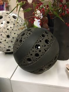 Picture result for ceramic garden ball - Garden Art Sculptures Raku Pottery, Pottery Sculpture, Slab Pottery, Ceramic Lantern, Ceramic Light, Ceramica Artistica Ideas, Cerámica Ideas, Sculptures Céramiques, Art Sculpture