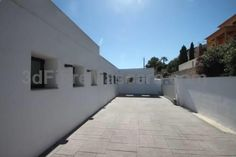 Elena Baladrar Benissa Elena Baladrar is a villa set in Benissa, 30 km from Benidorm. The property features views of the sea and is 42 km from Gandía. The kitchen features a dishwasher and a microwave, as well as a coffee machine and a kettle.