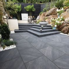 Mode Textured Porcelain Paving in Graphite really does offer a state-of-the-art, cutting-edge design choice for those looking for the ultimate sleek, contemporary outdoor space. Garden Slabs, Cement Garden, Garden Paving, Patio Slabs, Concrete Patio, Back Garden Design, Modern Garden Design, Contemporary Garden, Small Back Garden Ideas