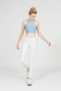 Midweight full-length legging with hidden waistband pocket. An OV signature.