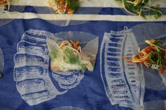 How to make Vietnamese Rice Paper Rolls. They make great party food they are fresh and vibrant. Rice Paper Recipes, Vietnamese Rice Paper Rolls, Rice Wraps, Laos Food, Salad Rolls, Vegetable Prep, Vermicelli Noodles, Fried Shallots, Lemon Rice