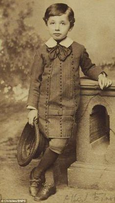 The five-year-old boy who grew up to become a genius: Rarely seen photos of Albert Einstein resurfac. Vintage Pictures, Old Pictures, Old Photos, Rare Photos, Vintage Photographs, Old Photography, Baby Kind, Old Boys, Famous Faces