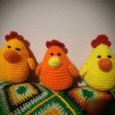 Gallina Amigurumi - Patrón Gratis en Español aquí: http://patronesamigurumipuntoorg.blogspot.de/2014/07/gallina-colgante-decoracion-crochet.html#more