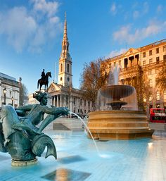 Piccadilly Circus and Trafalgar Square: London's best-known tourist spots
