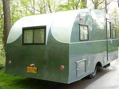 Gypsy Living Traveling In Style Vintage Rv, Vintage Caravans, Vintage Campers, Best Travel Trailers, Vintage Travel Trailers, Car Camper, Camper Life, Cool Campers, Happy Campers