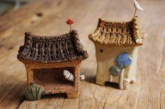 애기한옥들 참 이쁘지요~~^^ 아니 사실 햇빛이 이쁜거랍니다.~~^^;; 공방 창가로 들어오는 햇빛이 예뻐서 ... Glazes For Pottery, Pottery Art, Hand Built Pottery, Ceramic Houses, Little Houses, Small Houses, Miniature Houses, Ceramic Art, Decorative Bells