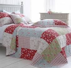 Luxury cotton quilted bedspreads, bed throws and patchwork quilts for your dream bedroom. Our beautifull bedspreads and quilts are in stock. Patch Quilt, Rag Quilt, Quilt Bedding, Nursery Bedding, Quilt Blocks, Cama Floral, Single Quilt, Quilt As You Go, Floral Bedding