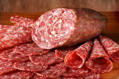 Сыровяленая колбаса в домашних условиях - традиционное блюдо многих кухонь мира. Вяленое мясо можно считать самым древним мясным деликатесом. Для приготовления колбасы можно использовать практически любые сорта мяса - свинину, говядину, баранину, конину, лосятину, оленину.