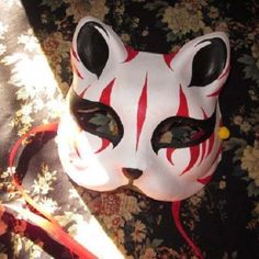 This fox mask is fully painted by handmade. It is very popular in Japan. this fox mask is very light and smooth. Handmade mask, Japanese style, fashion and exquisite design. Mask Draw, Happy Halloween, Halloween Carnival, Fox Face Paint, Japanese Fox Mask, Gato Anime, Cosplay Helmet, Kitsune Mask, Japanese Outfits