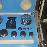 Mass piece set to 2000 g stainless steel acc class with lightweight carry case. Stainless Steel