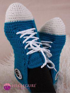 Fritidssokken i størrelser 30 - (PDF-hekleoppskrift) - Hekleguri Design Petunias, Ravelry, Winter Hats, Slippers, Crochet Hats, Socks, Pattern, Crocheting, Design