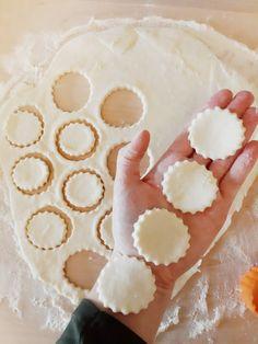 CIASTKA SEROWE Z 3 SKŁADNIKÓW – Zasmakuj Kuchni Food Cakes, Pecan, Cake Recipes, Cheesecake, Food And Drink, Cooking Recipes, Cookies, Desserts, Diet