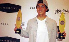 almasurf.com Kelly é eleito melhor surfista do ano; Medina é primeiro brasileiro na lista