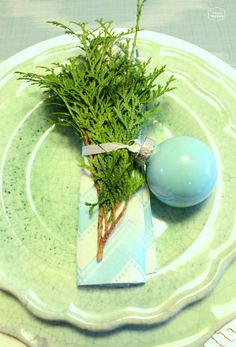 The Happy Housie- decorating your Christmas table with Aqua blue and Mint green #Christmas tablescape #Chritmas Decorating
