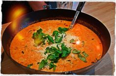 Lasagnesuppe - Lasagne servert som digg suppe Bratwurst, Chorizo, Thai Red Curry, Soup Recipes, Ethnic Recipes, Soups, Food, Lasagne Soup, Essen