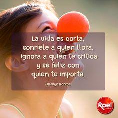 La vida es corta, sonríele a quien llora,ignora a quien te critica y sé feliz con quien te importa.  -Marilyn Monroe #Frasedeldía