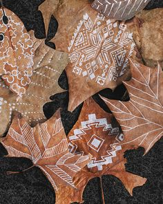Hand-Drawn Autumn Leaves - http://www.sweetpaulmag.com/crafts/hand-drawn-autumn-leaves #sweetpaul
