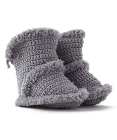Learn how to crochet the cutest baby booties in this fabulous roundup of patterns for all levels of experience. Baby Knitting Patterns, Christmas Knitting Patterns, Arm Knitting, Crochet Patterns, Crochet Boots, Crochet Baby Booties, Crochet Yarn, Knitted Slippers, Knitted Hats