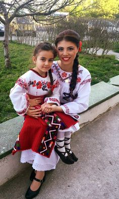 Costum popular Romanesc din Dobrogea Traditional Romanian costume from Dobrogea Moldova, Best Memories, Traditional Dresses, Hungary, Ukraine, Hand Embroidery, Culture, Costumes, Architecture