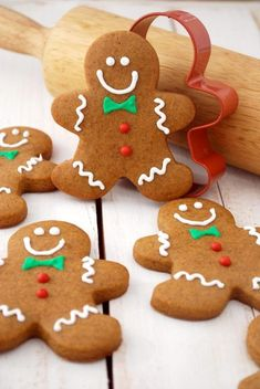 Gingerbread Men Cookies Recipe -No holiday cookie platter would be complete without gingerbread men! This is a tried-and-true gingerbread man recipe I'm happy to share with you. Cute Christmas Cookies, Christmas Gingerbread, Holiday Cookies, Christmas Desserts, Holiday Treats, Christmas Treats, Holiday Recipes, Christmas Recipes, Christmas Dog