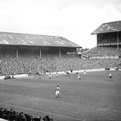 White Hart Lane in 1947 as Tottenham play host to Bury Classic Football Shirts, Football Stuff, College Football, Tottenham Hotspur Wallpaper, Tottenham Hotspur Football, White Hart Lane, Blackburn Rovers, European Soccer, Fc Chelsea