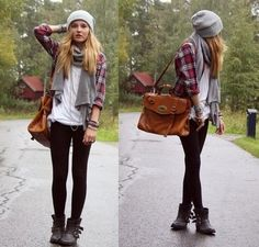 This outfit sums up the 4 B's perfectly - bags + beanies + braclets + boots = flawless. Add these things to any outfit and it instantly looks super casual and great. Beanies are also super useful with those bad hair days that we all know and love :) Mode Hipster, Estilo Hipster, Hipster Style Fall, Hipster Hat, Tomboy Style, Sporty Style, Fashion 90s, Look Fashion, Womens Fashion
