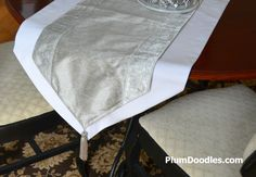 How to make a Table runner.  Ever wonder how to get those pointy ends?