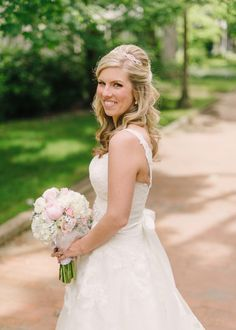 Classic Outdoor Bridal Portrait From Hunter Photographic | photography by http://www.hunterphotographic.com