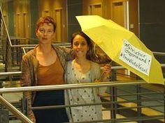 """Gefährlicher Gegenstand! Regenschirme wurden von der Polizei als Grund genannt, die Blockupy Demo wegen """"Vermummung"""" zu stoppen."""