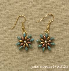 flower earrings - Superduo Blue turquoise travertin & Crystal gold rainbow, 3 mm cream druks. A pattern spotted on Pinterest.