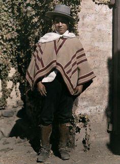 Huaso. Chile A huaso (pronunciación española: [waso]) es un campesino chileno y hábil caballero